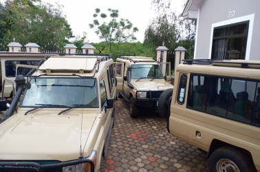 safari-vehicles